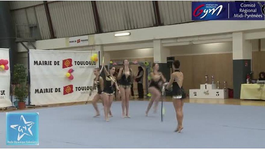 Gymnastique GR Trophée Fédéral A toutes catégories : l'ensemble de l'Etoile Gymnique de Colomiers durant la compétiton régionale à Toulouse